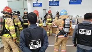 부산시청민원실 신너통을 든 남성 경찰과 대치후 검거